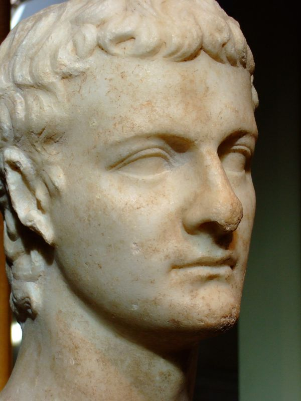 Buste de marbre de l'Empereur Caligula sculpté vers 40 après JC en Asie Mineure (photo M Harrsch).