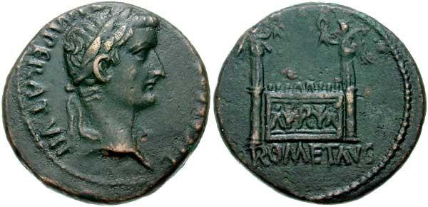 Monnaie n°7 - Semis de Tibère frappé en 12-14 ap. JC. Le revers présente une image de l'Autel de Lyon où était célébré le culte de Rome et d'Auguste (