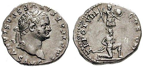 n°12. Denier de Titus, frappé en 79 ap. JC. A/ R/ TR POT VIII COS VII. Juif à genoux tourné à droite devant un trophée.