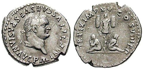 n°13. Denier de Titus frappé en . A/ IMP TITUS CAES VESPASIAN AVG PM. R/ TR P IX IMP XV COS VIII PP. Deux captifs, assis dos à dos entre un trophée. (Cohen 305)