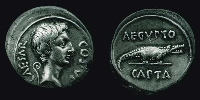 n°16. Denier d'Auguste, frappé en 28 av J.C. A/ CAESAR COS VI. R/ AEGYPTO CAPTA, crocodile tourné à droite.