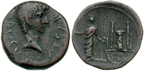 Drusus, fils de Tibère, bronze frappé à Paphos (?), Chypre. 19 mm. 5,12 gr. Frappé sous Tibère, 22-23 ap. JC. A/ DRVSVS CAESAR, tête nue de Drusus tournée à droite. R/ Zeus Salamnios debout, tourné à gauche devant le temple d'Aphrodite Paphienne. (RPC I 3921). (photo CNG)