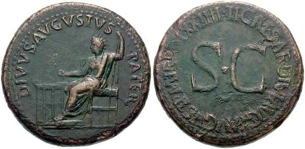 Sesterce d'Auguste divinisé, frappé sous Tibère, vers 22-23 ap. JC (26.04 gr.). A/ DIVVS AVGVSTVS PATER, Auguste portant une couronne radiée, assis vers la gauche, tenant une branche de laurier et un sceptre; devant lui, un autel. R/ TI. CAESAR. DIVI. AVG. F. AVGVST. P. M.