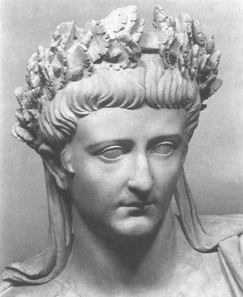 Buste de Tibère, tête laurée.