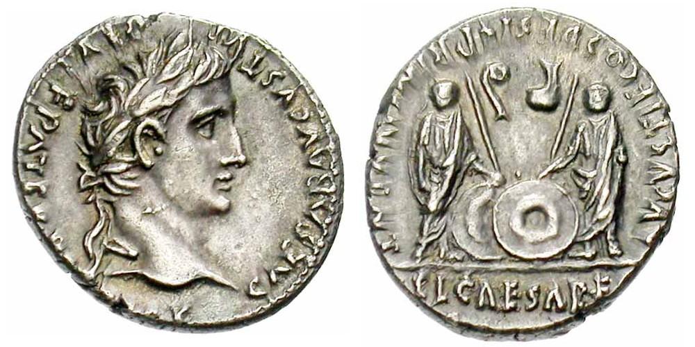 Denier d'Auguste frappé à Lyon entre 2 av.-4 ap. JC. 3,83 gr. A/ CAESAR AVGVSTVS- DIVI F PATER PATRIAE Tête laurée tournée à droite. R/  C•L• CAESARES/ AVGVSTI F COS DESIG PRINC IVVENT Gaius et Lucius Caesar debout de face, tenant chacun une lance et un bouclier rond. Dans le champ, lituus à gauche et simpulum à droite. (RIC 210). (photo Jean Elsen S.A., Numismates)