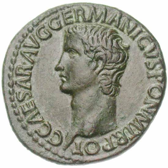 Portrait de Caligula (37-41), sur un as frappé en 37-38 à Rome. Légende : C CAESAR AVG GERMANICVS PON M TR POT Tête nue à gauche. (photo Jean Elsen S.A., Numismates)