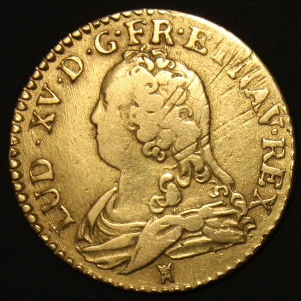 L'avers de ce Louis d'or de Louis XV présente des stries d'ajustage