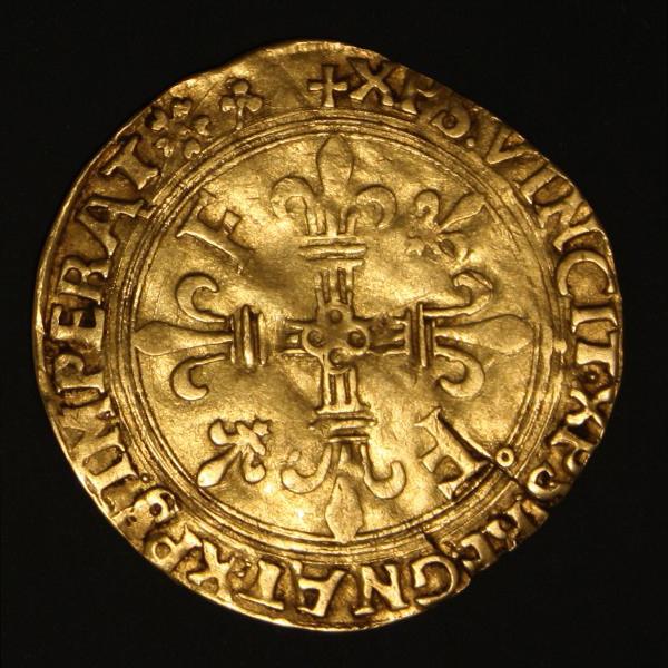 Le revers de cet écu d'or de François Ier porte la légende chrétienne XPS VINCIT, XPS REGNAT, XPS IMPERAT, qui signifie Le Christ vainc, le Christ règne, le Christ commande