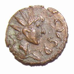 Buste radié et drapé de Tétricus II. Légende en grosses lettres.