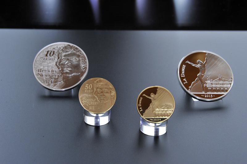 Photo des euro or et argent Noureev sur leur présentoir