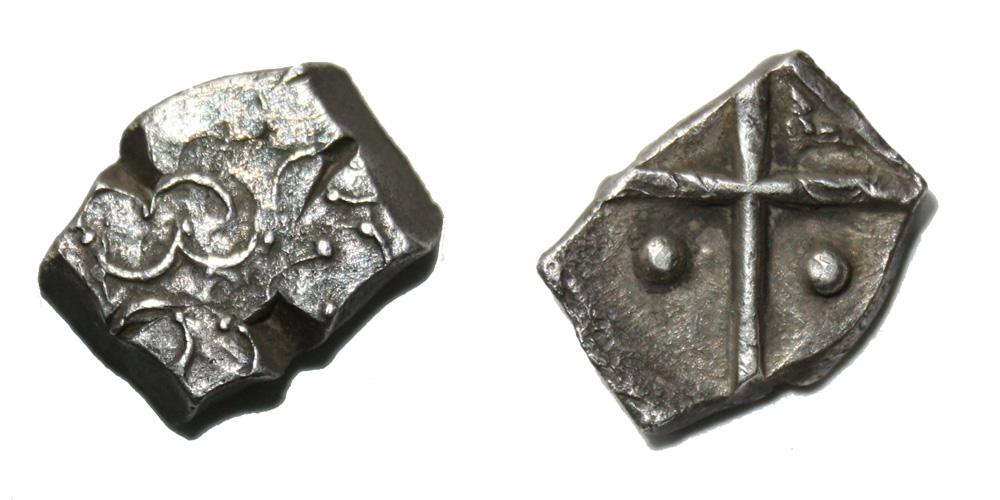 Monnaie gauloise Cadurques drachme à la tête triangulaire