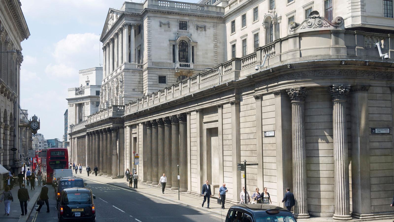 Sous le bâtiment de la Banque d'Angleterre à Threadneedle Street, que l'on peut voir ici, se trouvent des coffres qui renferment 5134 tonnes d'or