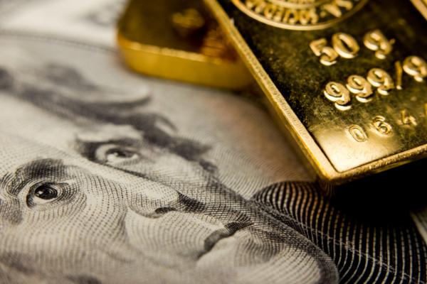 Lingot d'or et billet en dollars