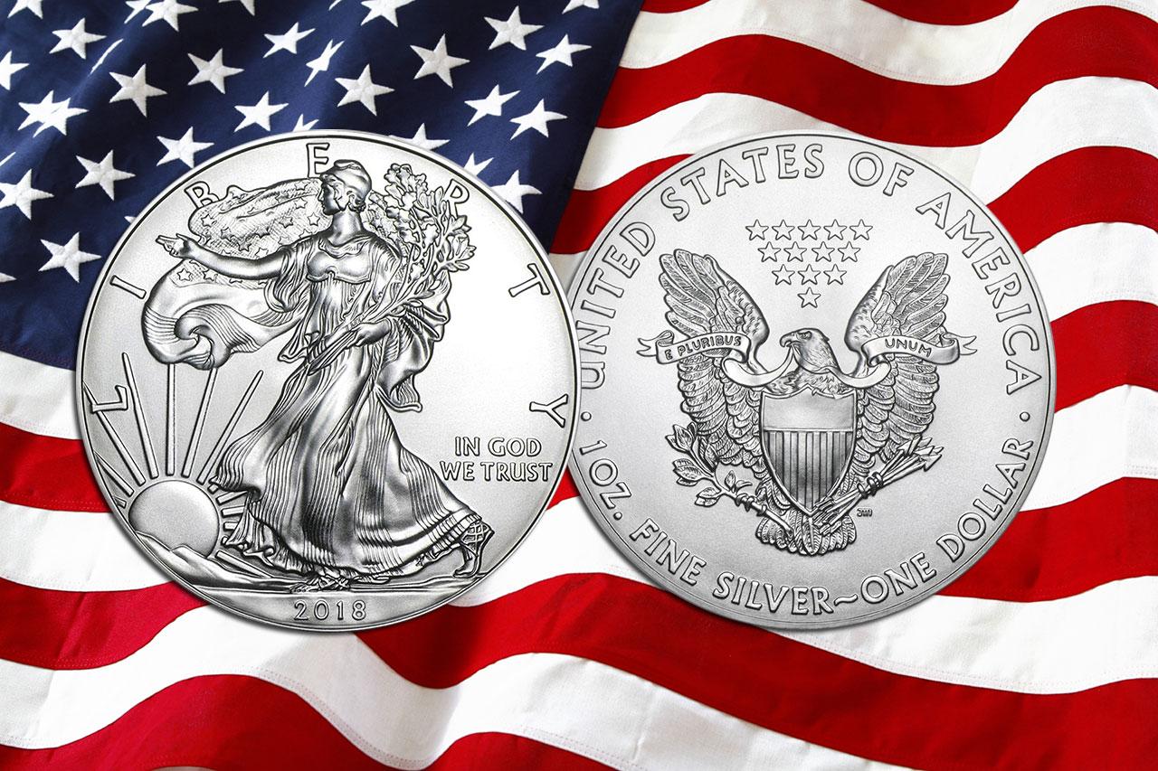 Photo de la nouvelle pièce d'argent American Silver Eagle 2018 sur fond de drapeau américain