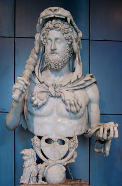 Buste de Commode en Hercule, portant la peau de lion, la massue et les pommes d'or des Hespérides, marbre de Luni, 191-192 ap. J.-C., musées du Capitole.