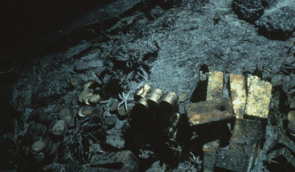 Photo prise en 1989 d'une partie des lingots reposant au fond de l'Océan