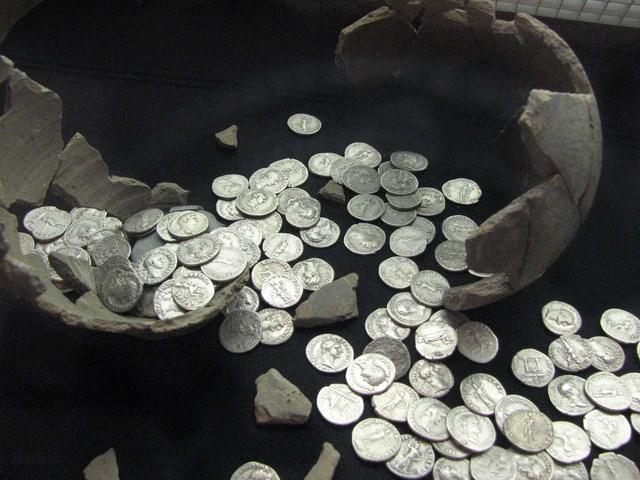 Trésor de monnaies romaines de Llavanches
