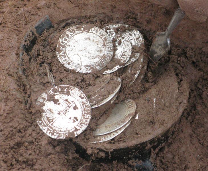 Photo du trésor de Bitterley au moment de sa découverte