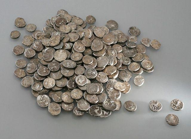 Photo du trésor de monnaies gauloises découvert en Suisse