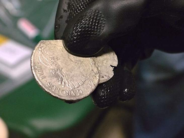 Une monnaie d'argent de Charles IIII de 1796 retrouvée à bord de l'épave de la Nuestra Señora de las Mercedes