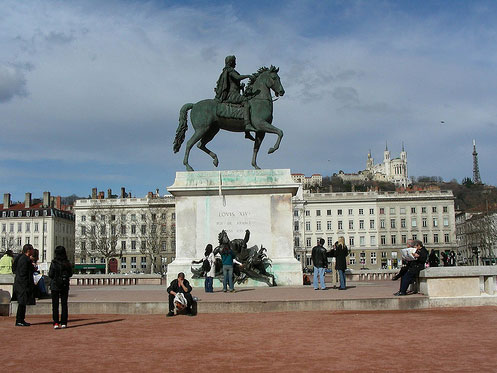 Photo de la statue équestre de Louis XIV sur la place Bellecourt à Lyon
