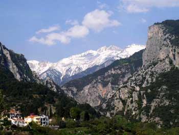 Le Mont Olympe, résidence des Dieux de l'Olympe, vu depuis le village de Litochoro