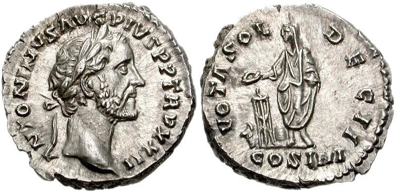 Le revers de ce denier d'Antonin Le Pieux frappé à Rome en 159 après JC porte la légende suivante : VOT SOL DEC II COS IIII, et on peut voir l'empereur debout sacrifiant au dessus d'un autel. Il s'agit donc d'une monnaie destinée à remercier les dieux pour avoir accompli les voeux (VOT SOL) fait par l'empereur pour ses 20 ans de règne (DEC II = deuxième décennie). Photo CNG