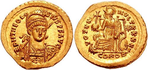 Solidus de Théodose II frappé entre 430 et 439 après JC. Le revers de cette pièce d'or mélange divers symboles païens et chrétiens. La légende