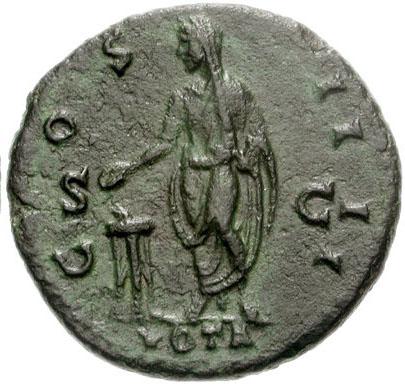 Revers d'un dupondius d'Antonin le Pieux, sur lequel on voit l'empereur debout et voilé tenant une patère au-dessus d'autel; la mention VOTA est inscrite en exergue. Photo CNG