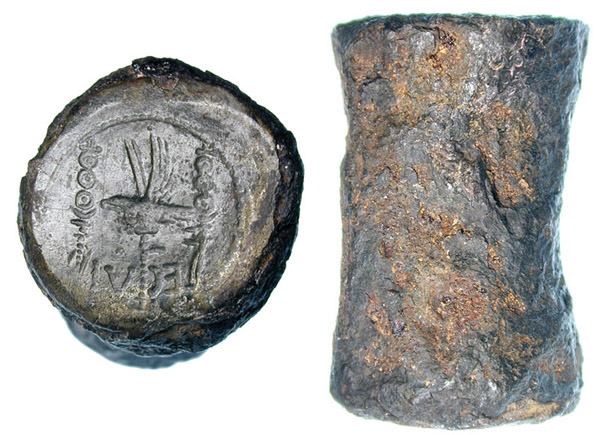 1. Coin monétaire d'un denier de Marc Antoine (33 mm x 20 mm; 77,46 gm) Après 31 av JC