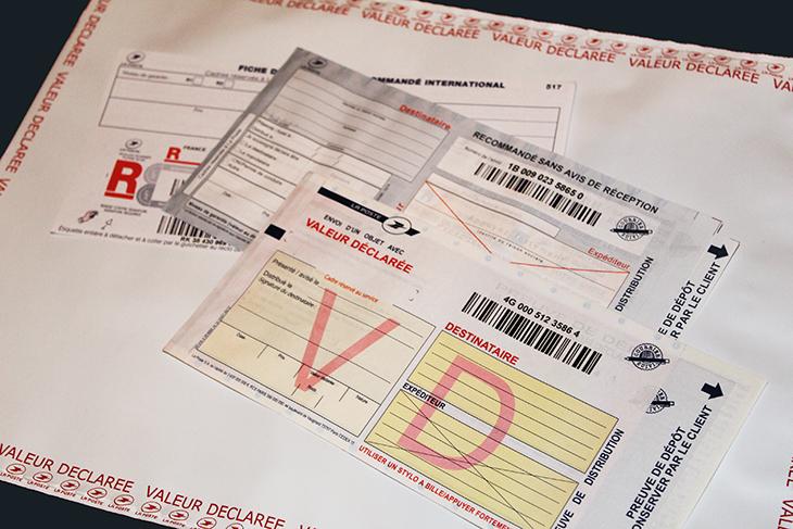 Image bordereaux courrier recommandé et enveloppe valeur déclarée