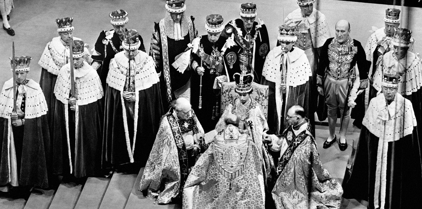 Les pièces ont été inspirée les statues qui gardaient l'entrée de l'abbaye de Westminter lors du couronnement d'Elizabeth II