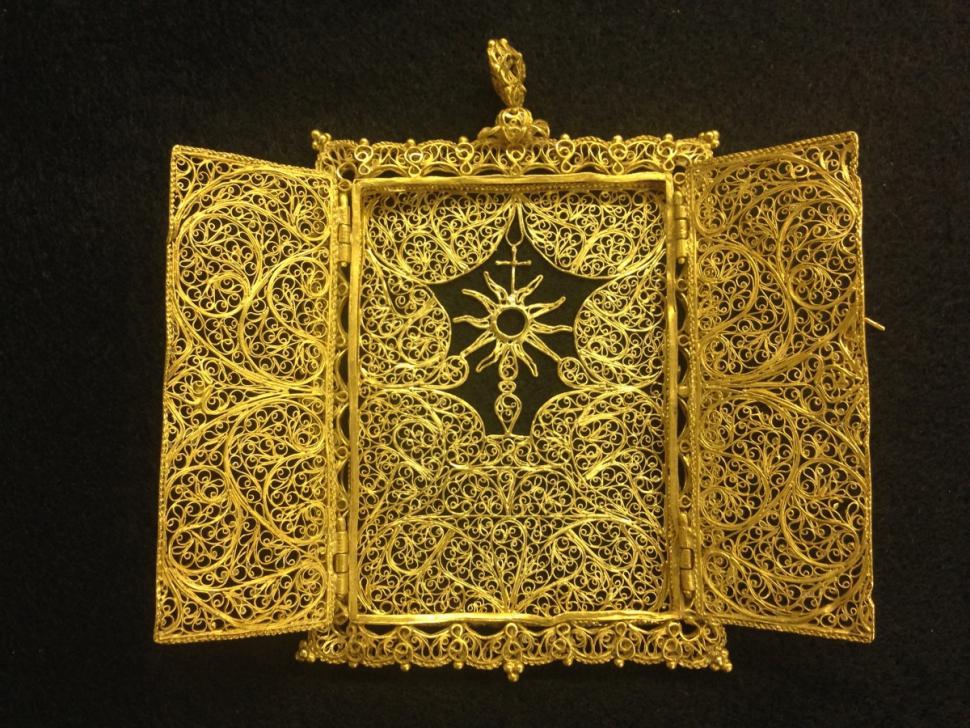 Photo du ciboire en or (trésor de la flotte de 1715)