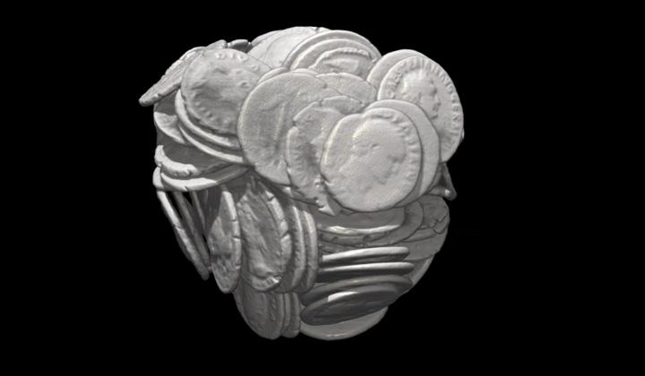 Image du trésor de monnaies romaines (tomographie)